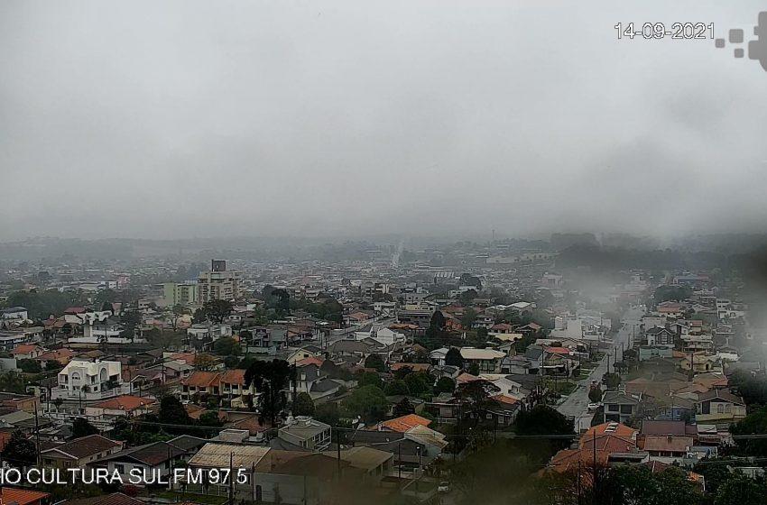 Frente fria derruba temperaturas e provoca chuvas em São Mateus do Sul e região