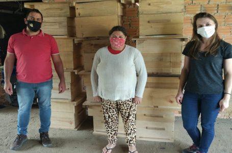 Secretaria de Agricultura entrega caixas-colmeia a produtores rurais em São João do Triunfo