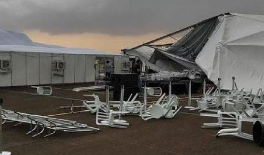 Vendaval em Maringá destrói estrutura que receberia presidente Bolsonaro