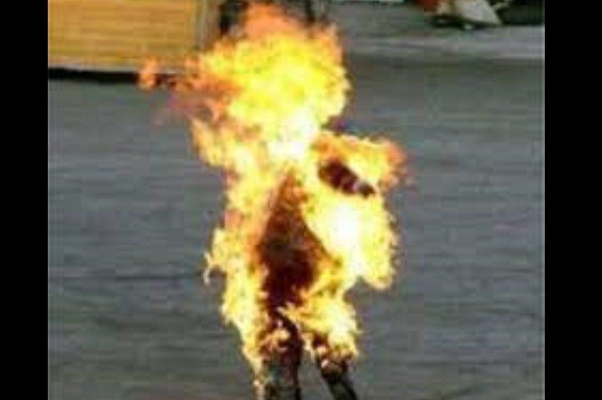 Morador se depara com corpo de mulher em chamas na frente de casa no PR