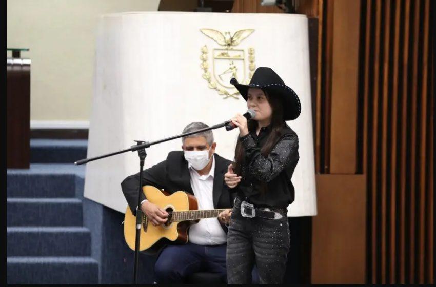 Maria Victória, finalista do The Voice Kids, recebe homenagem na Assembleia Legislativa